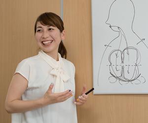 横浜アーク整体院の「腹式呼吸法講座の講師」である田邉先生