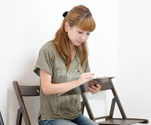 横浜アーク整体院の施術の流れ3「受付とカルテの記入」