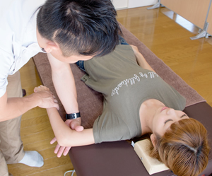 横浜アーク整体院の施術の流れ7「施術と再検査」