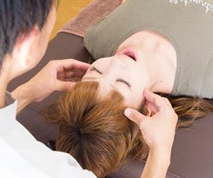 横浜アーク整体院は自律神経のバランスを整え、症状の解決を目指しています。